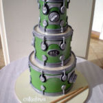 sculpted drums cake
